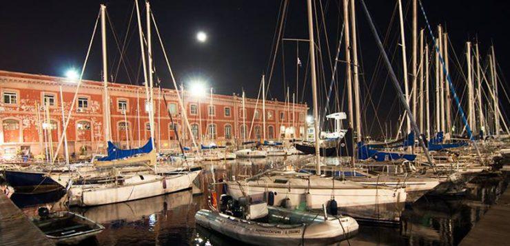 Panorama notturno della lega navale