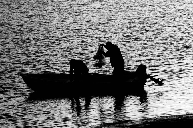 black-and-white-boat-people