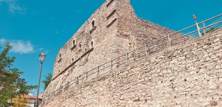 castello_guevara_visto_dall'_esterno