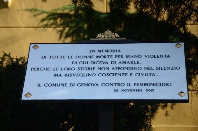 marmo a genova contro il femminicidio