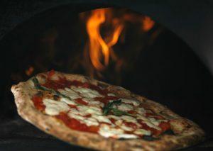 <p>La denominazionepizza napoletana verace artigianaleè stata riconosciuta tra iprodotti agroalimentari tradizionali. Si può dire che la pizza sia il piatto più diffuso al mondo e, certamente, uno dei più apprezzati. La pizza in sé ha origini antichissime e le ipotesi riguardanti la sua provenienza geografica e l'etimologia del suo nome sono numerose e tutt'oggi molto [&hellip;]</p>
