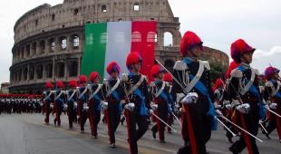 Espresso napoletano - L'amore per gli italiani è la fiamma che alimenta l'Arma dei Carabinieri. Da 200 anni