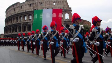 ufficiali al Colosseo