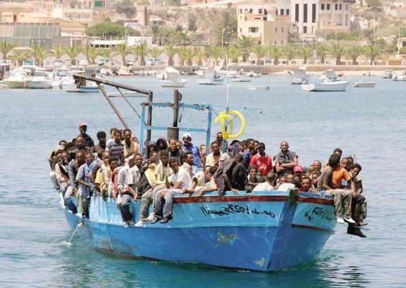 barcone con immigrati clandestini