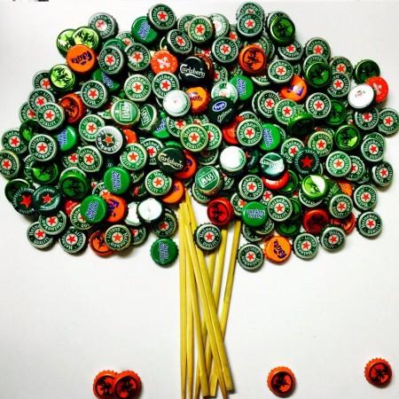 albero fatto con tappi