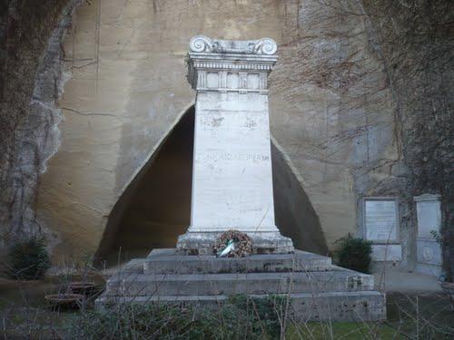 tomba di Giacomo Leopardi