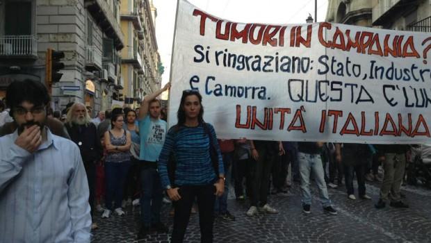 manifestanti in piazza