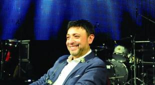 Espresso napoletano - Gigi Finizio, tra musica e parole. Il cantautore napoletano si racconta ai giovani