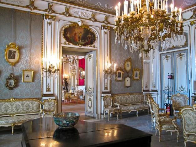 Napoli_-_Villa_Pignatelli2