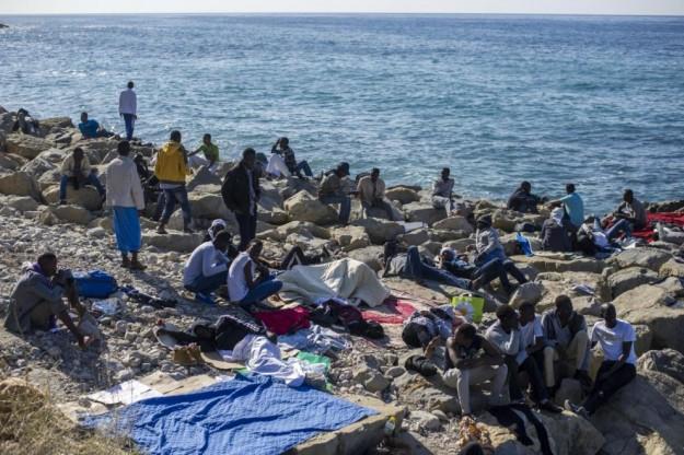 migranti scogli