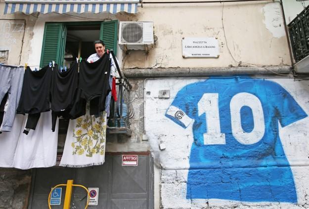 Napoli, quartiere Forcella, Piazzetta Sant'Arcangelo a Baiano, murales dedicato a Maradona.