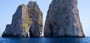 """<p>Le coste della Campania offrono a chiunque le percorra spettacoli sublimi, e se adeguatamente promosse possono divenire luogo privilegiato per il turismo marittimo di lusso. Con questo obiettivo dal 6 all'8 maggio la società By Tourist propone la quarta edizione di """"By Tourist on the Sea"""", che quest'anno si svolge tra Napoli, Capri e Positano. [&hellip;]</p>"""