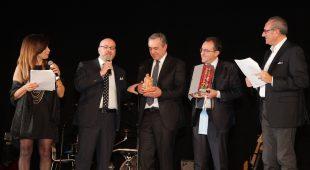 Espresso napoletano - Napoli c'è: celebrati sul palco del teatro Acacia i valori della legalità e dell'esempio