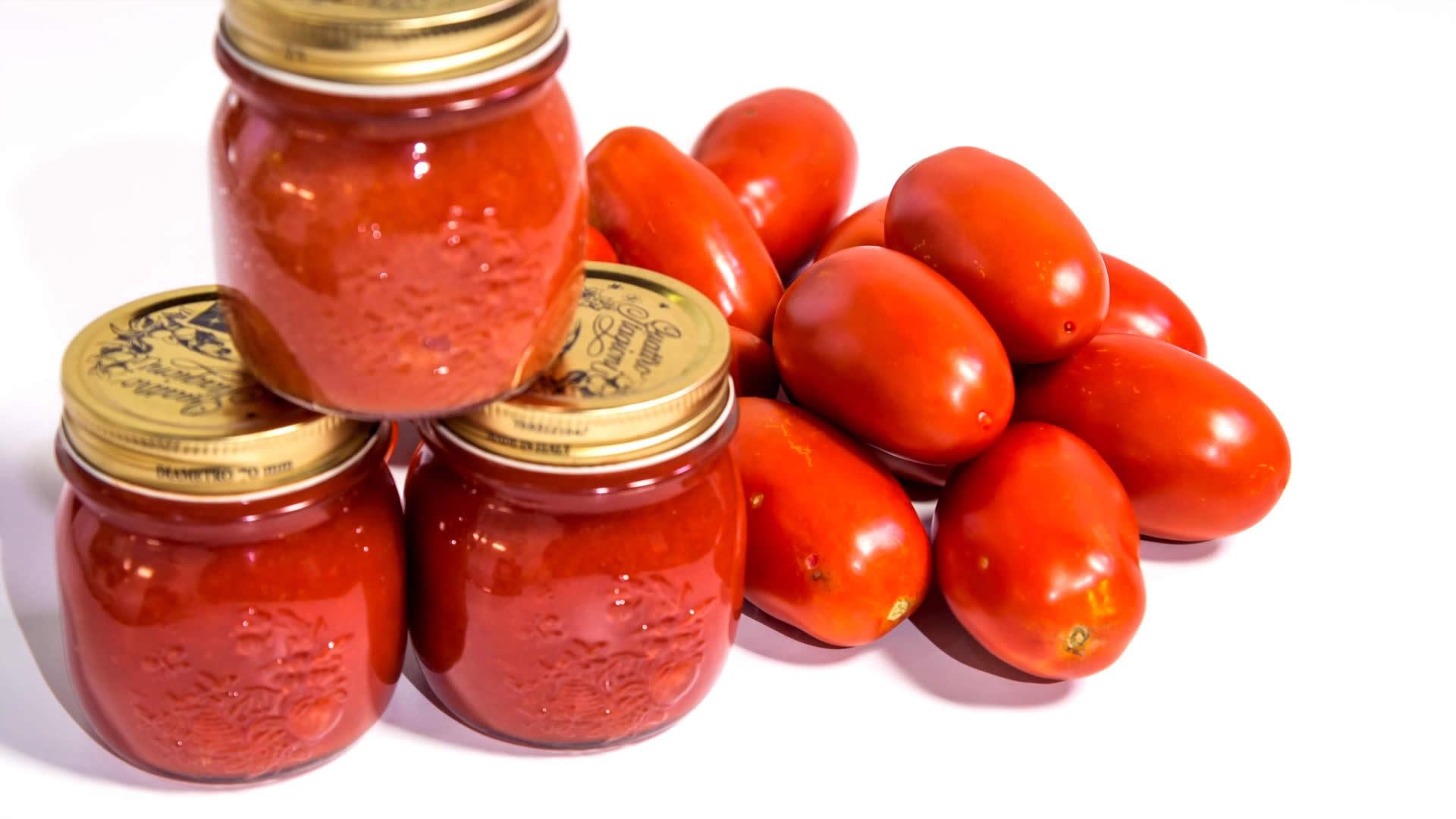barattolo di pomodori