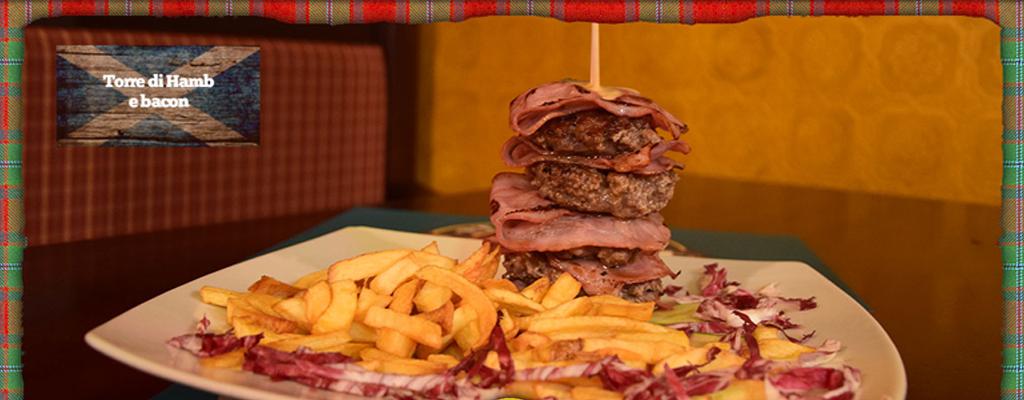 torre di hamburger e bacon