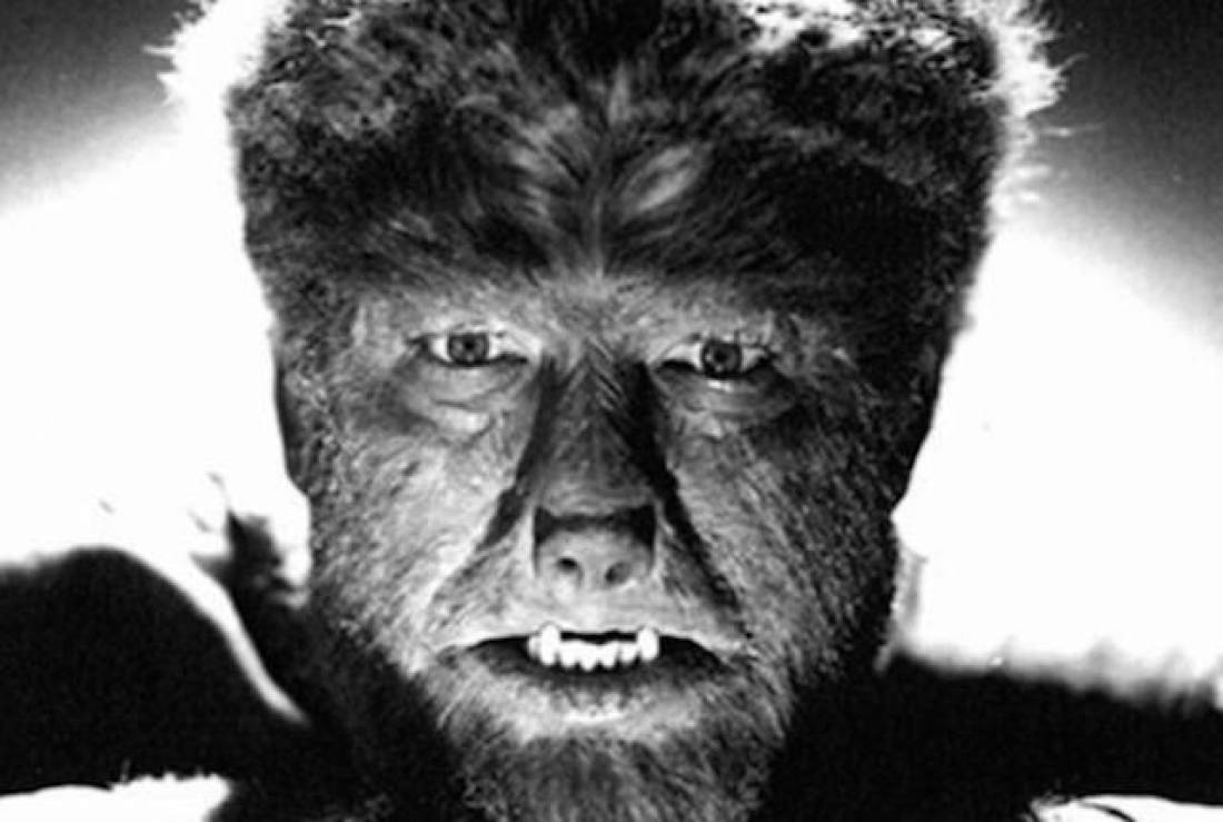 fotogramma dal film The Wolfman