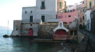 Espresso napoletano - Palazzo Malcovati, una dimora cinquecentesca che nasce dal mare