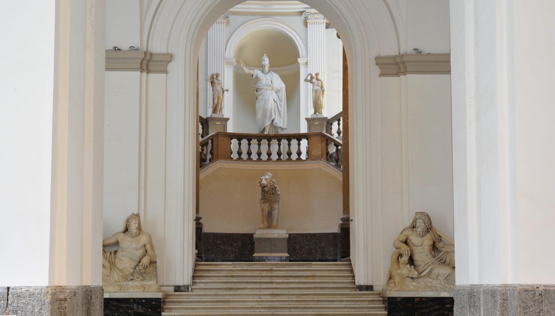 entrata museo archeologico napoli
