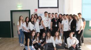 """Espresso napoletano - """"Un passo da soli, mille insieme"""": la sensibilizzazione dei giovani parte dalla scuola"""