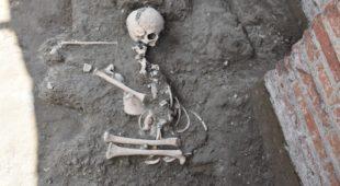 Espresso napoletano - Scavi di Pompei, ritrovato lo scheletro di un bambino