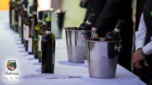 """<p>Si terrà sabato 22 e domenica 23 settembre, la quinta edizione di """"Indivino: Incontri di Vini nella Terra di Mezzo"""" di Solofra (AV): nella suggestiva location del Complesso monumentale di Santa Chiara, tramite un'incursione dei 5 sensi, i visitatori potranno intrattenersi tra spettacoli musicali d'impronta Jazz, banchi di degustazione dei vini delle oltre 40 cantine [&hellip;]</p>"""