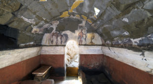 Espresso napoletano - Cuma, riportata alla luce una tomba del II secolo a.C., con scene di un banchetto