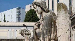 Espresso napoletano - Persone famose sepolte a Napoli: piccola guida
