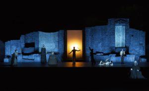 <p>Dopo il felice debutto al Teatro Grande di Pompei dello scorso luglio arriva a Napoli, al Teatro Mercadante dal 9 al 20 gennaio, lo spettacolo Oedipus, dall'Oidípūs týrannos di Sofocle,su ideazione, spazio scenico, disegno luci e regia di Robert Wilson. Accolto con successo di critica e di pubblico – replicati alle rappresentazioni site specific dello [&hellip;]</p>