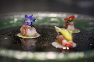 """<p>Lunedì 28 gennaio un&#8217;inedita accoppiata sarà ai fornelli per la prima di una serie di cene a 4 mani organizzate per festeggiare il 50esimo anniversario di attività del famoso ristorante cetarese """"Al Convento"""".&nbsp;Lo chef WickyPriyan, patron del ristorante Wicky'sWicuisine, che ha il suo tratto distintivo proprio nella contaminazione della cucina tradizionale giapponese con i migliori [&hellip;]</p>"""