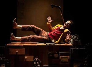 """<p>Sabato 12 gennaio alle 21 e domenica 13 alle 19, il Nostos Teatro di Aversa inaugura la rassegna """"Famiglie a Teatro"""" con &#8220;Storia di uno schiaccianoci&#8221;, uno spettacolo tratto dal libro di Hoffman """"Lo schiaccianoci e il re dei topi"""", che ispirò Čajkovskij per il suo celebre balletto &#8220;Lo Schiaccianoci&#8221;. Drosselmayer, inventore di automi, costruttore [&hellip;]</p>"""