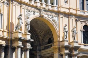galleria umberto I di Napoli - statue