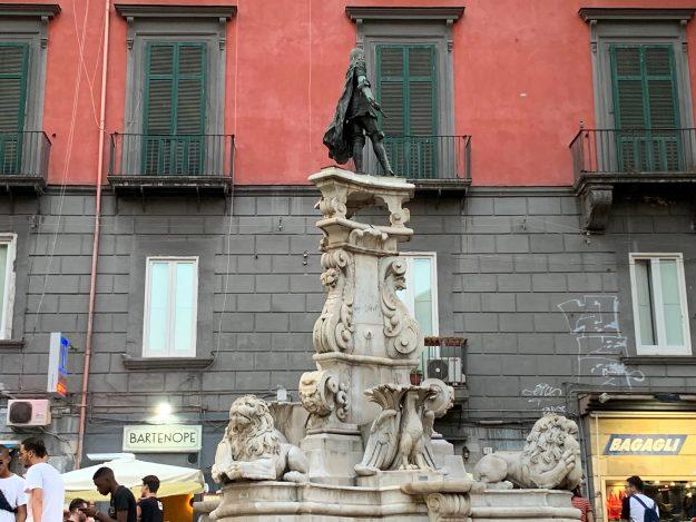 Piazza Monteoliveto - La Fontana Misteriosa