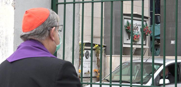 Nel venerdì della misericordia il Cardinale Sepe benedice i defunti